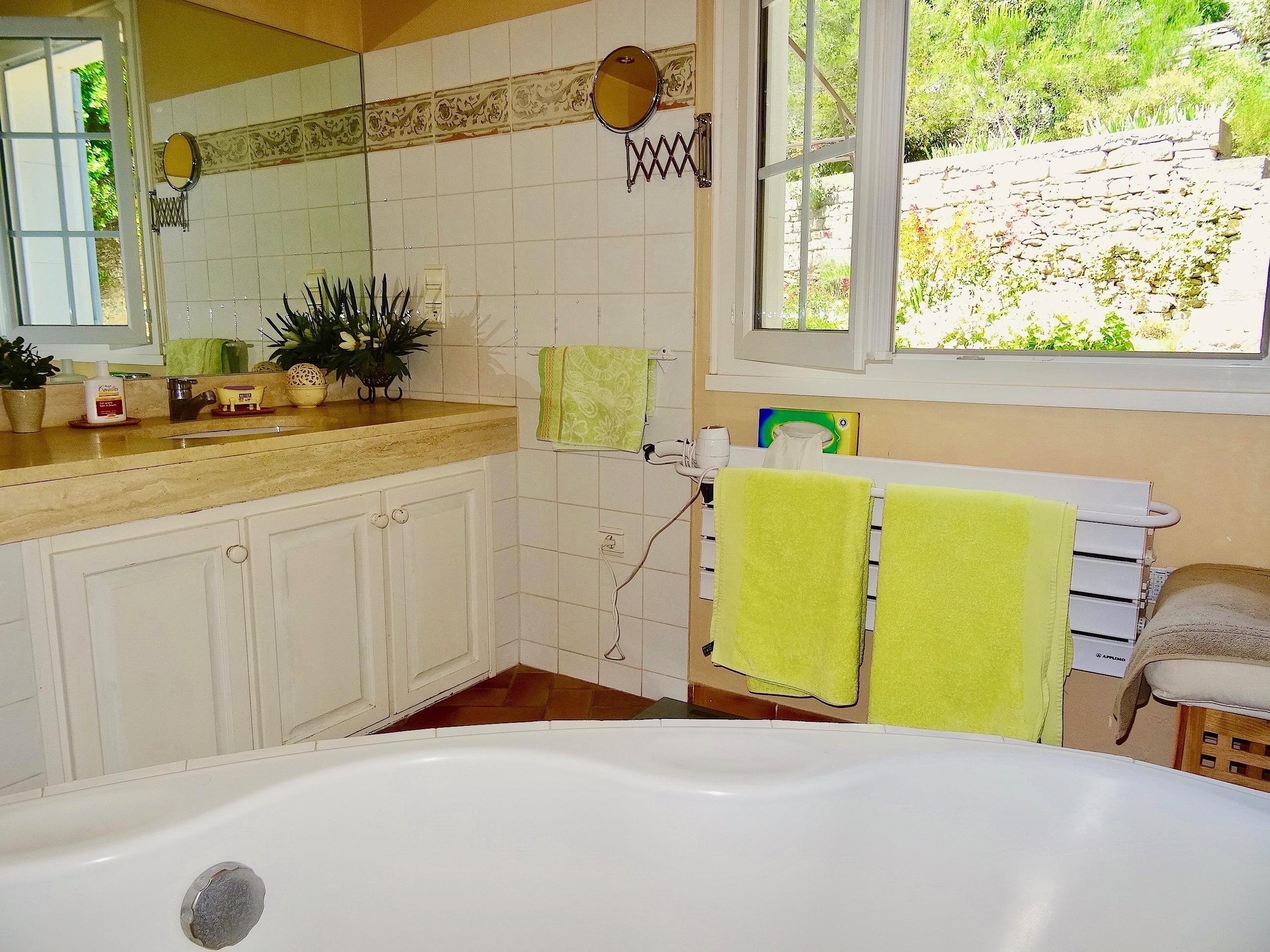louer sa maison pour les vacances cool maison beaucaire location vacances location saisonnire n. Black Bedroom Furniture Sets. Home Design Ideas