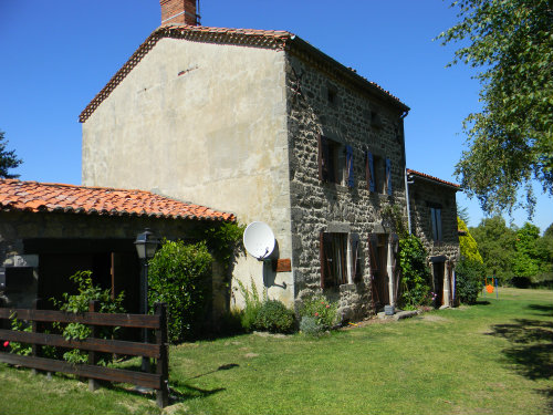 House in Saint jean des ollieres for   8 •   animals accepted (dog, pet...)