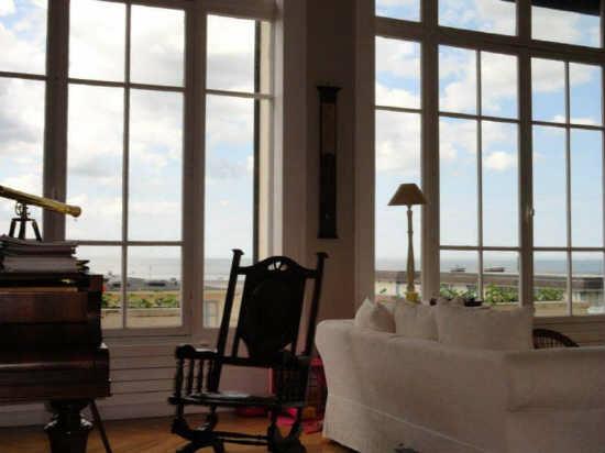 appartement trouville louer pour 8 personnes location n 52598. Black Bedroom Furniture Sets. Home Design Ideas