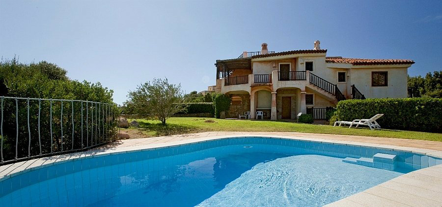 House in Porto cervo for   4 •   with shared pool