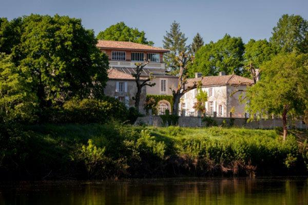Chambre d'hôtes 200 personnes  Saint Seurin De Prats - location vacances  n°53131