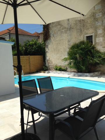 Maison Saint  Romain De Benêt - 8 personnes - location vacances  n°54207