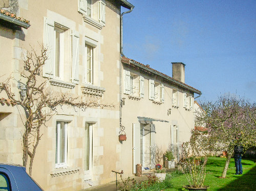 Gite in Saint georges les baillargeaux for   5 •   2 bedrooms