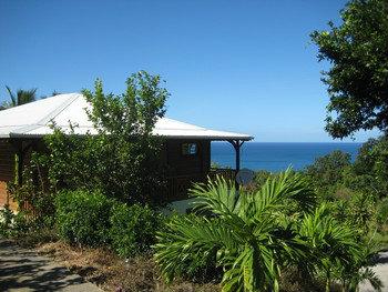 Maison à Deshaies pour  4 •   avec piscine privée   n°55018