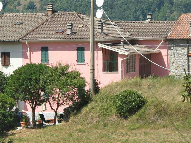 Maison à Borgo val di taro pour  6 •   avec balcon
