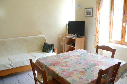 House In Feuilla For Rent 5 People