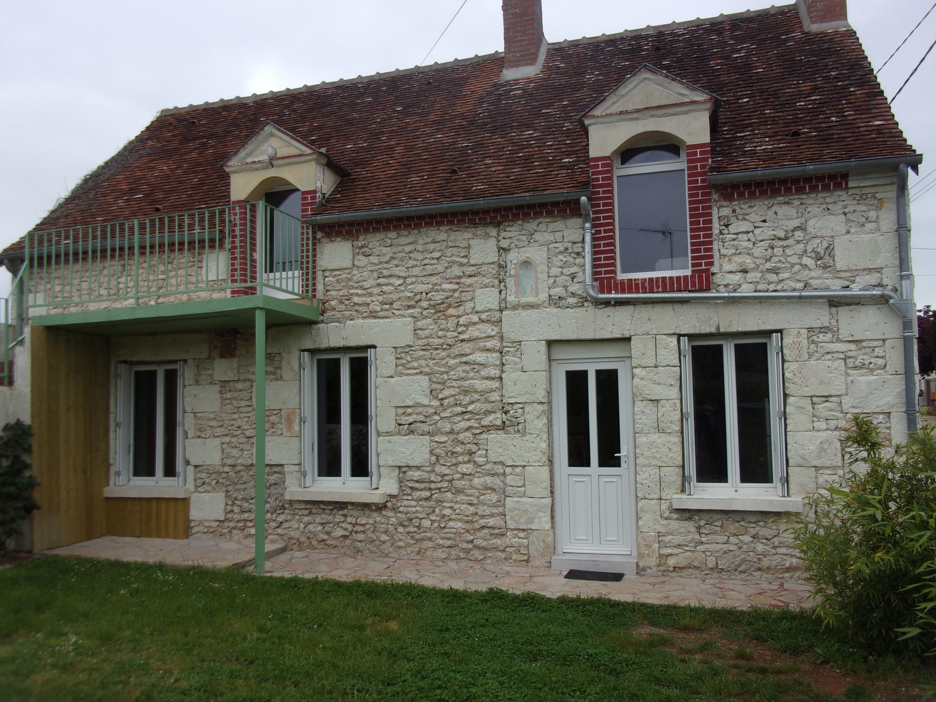 House in Chatillon sur cher for   6 •   private parking