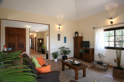 Casa en Villaverde, la oliva para  9 •   con piscina privada