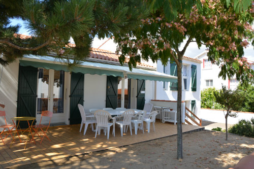 House in La tranche/mer for   10 •   private parking