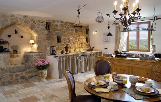 Charme garantit en cevenn - Maison en pierre décorée avec goût Environ...