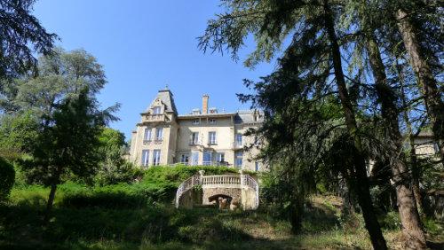 Château à Tarare pour  14 •   4 chambres   n°59627