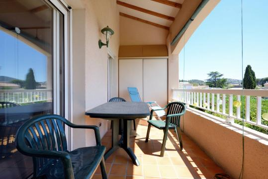 Flat in Saint cyr sur mer for   6 •   animals accepted (dog, pet...)