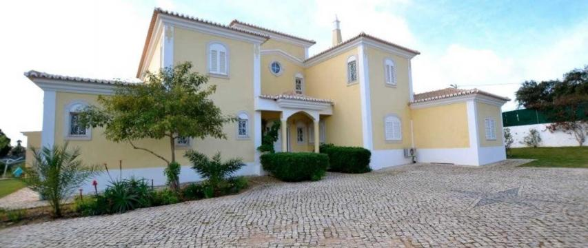 House in Albufeira for   10 •   view on sea