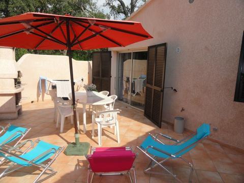 Maison à Santa maria poggio pour  6 •   avec terrasse   n°61639
