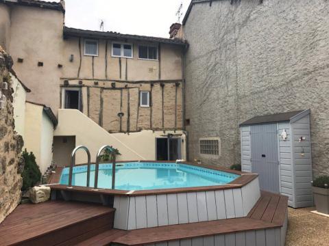 Gite à Vic-fezensac pour  4 •   avec piscine privée