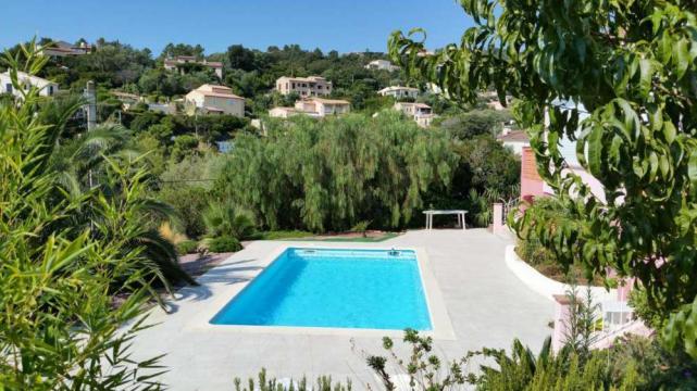 Gite à Saint aygulf pour  2 •   avec piscine partagée