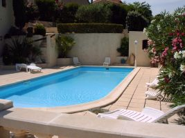 House in Sausset les pins for   4 •   view on sea