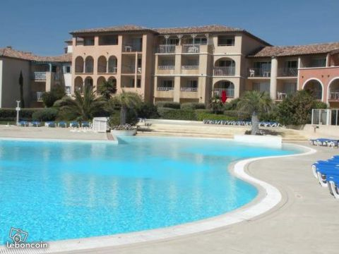 Flat in Six-Fours les Plages - Vacation, holiday rental ad # 64525 Picture #0