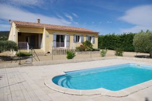 Gite in Saint saturnin les apt for   6 •   with private pool
