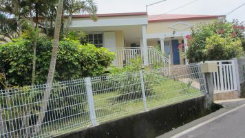 Maison à Petite ile pour  6 •   avec piscine privée