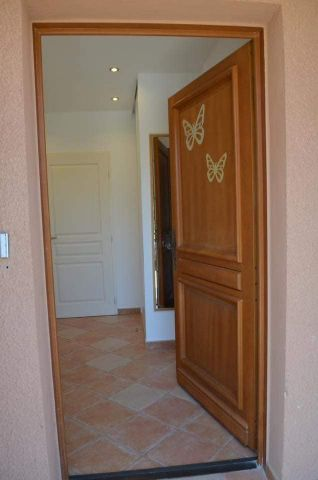 Flat in LA LONDE - Vacation, holiday rental ad # 65986 Picture #1