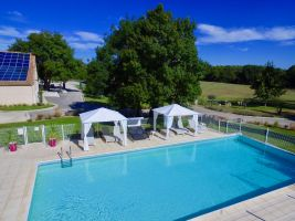 Gite in Le cres for   4 •   with shared pool