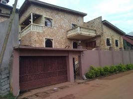 Huis in Yaoundé voor  •   privé parkeerplek