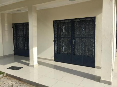 Maison à Douala pour  10 •   parking privé