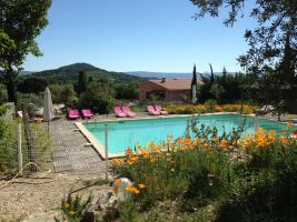 Gite in Saint saturnin les apt for   6 •   with shared pool
