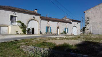 Gite Saint-laurent-du-plan - 9 people - holiday home