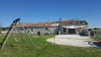 House in Saint andre de lidon for   8 •   private parking
