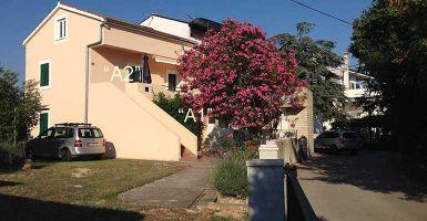 Appartement à Turanj pour  8 •   vue sur mer