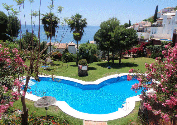 Flat in Nerja for   8 •   view on sea