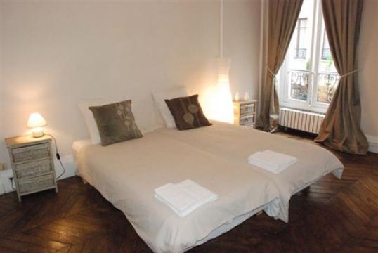 Flat in Paris - Vacation, holiday rental ad # 21872 Picture #1