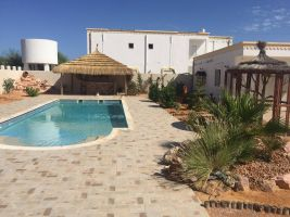 Maison à Djerba midoun pour  8 •   avec piscine privée   n°21716